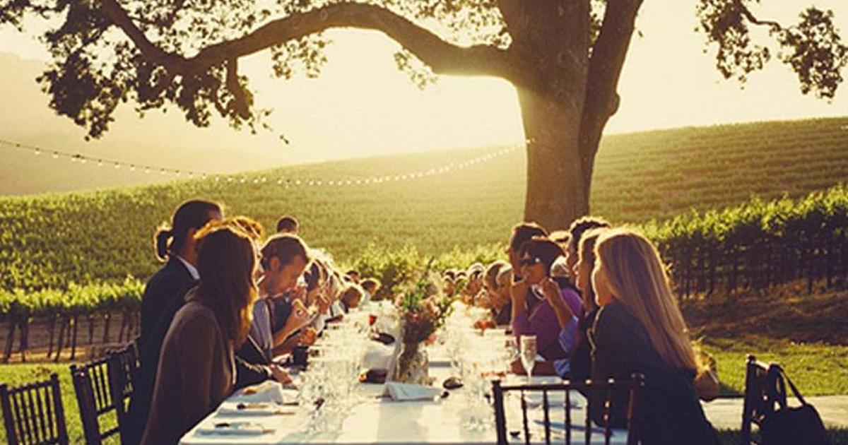 Večera vo vinohradoch